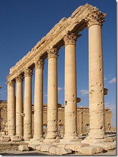 220px-Columns_in_the_inner_court_of_the_Bel_Temple_Palmyra_S