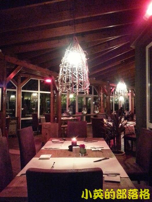 1019-2阿爾巴尼亞飯店晚餐餐廳4.jpg