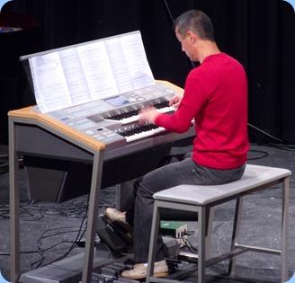 Takashi Iida playing his Yamaha Electone Stagea