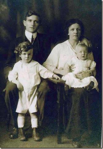 Lindsay_Bessie & Hockster_Stewart_with Everett &  baby Ellen
