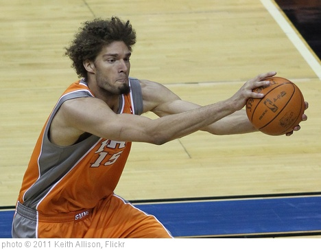 'Robin Lopez' photo (c) 2011, Keith Allison - license: http://creativecommons.org/licenses/by-sa/2.0/