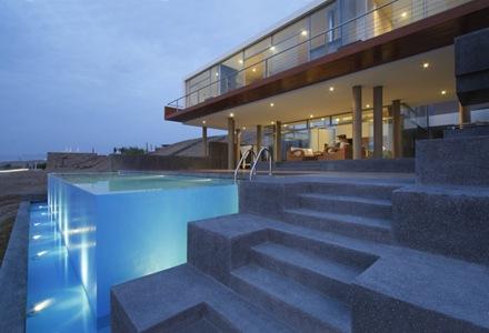 piscina-muro-vidrio