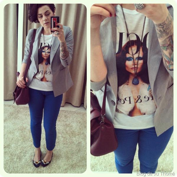 look blazer cinza calça azul e camiseta miss melon VOGUE