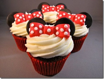 Mini Mouse Cupcakes by Zoey Cakes