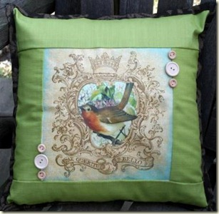 Bird_Pillow_Vicki