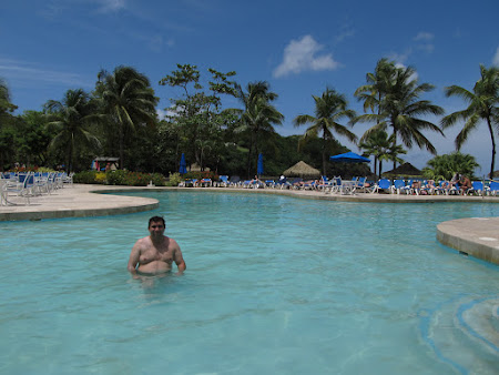 In piscina in Caraibe