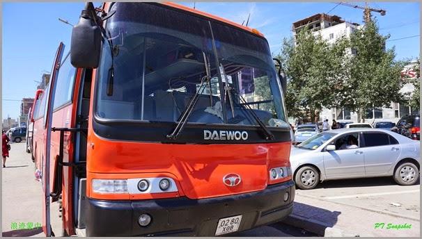 前往木伦的韩国牌巴士