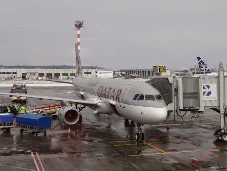 34. Qatar Airways - Otopeni.JPG