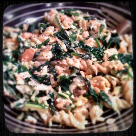 Healthy midweek meal #2 - wholewheat pasta with smoked salmon, grated courgette, wilted spinach and leek