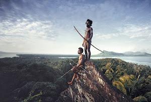 摄影师用镜头记录正在消失的原始部落