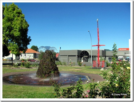 Memorial pole and fountain next to the Marae in Taumarunui.