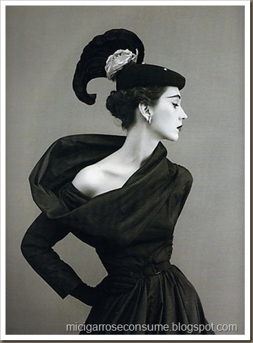 Dovima-in-Balenciaga-1940s-photo-by-Richard-Avedon