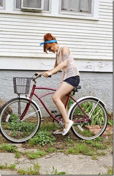 girls-riding-bicycles-027