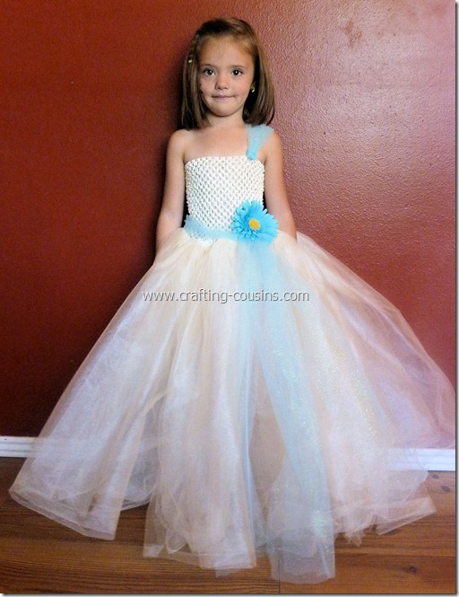 Tulle flower girl dress tutorial from the Crafty Cousins (29)