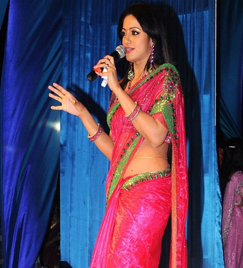 r yoo brow udaya bhanu sweet wallpapers in red saree