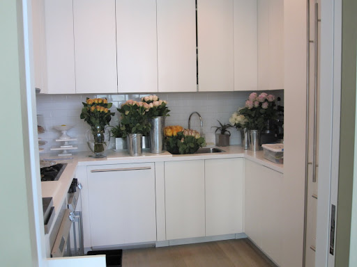 On to the next flower arrangement project, in my kitchen there are 200 roses sitting in different vases in water.