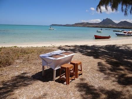 Ile aux Cerfs, insula cerbilor din Mauritius: Masa la malul marii