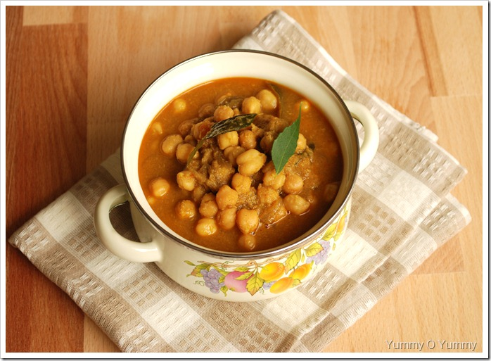 White Chana in a Ground Coconut sauce