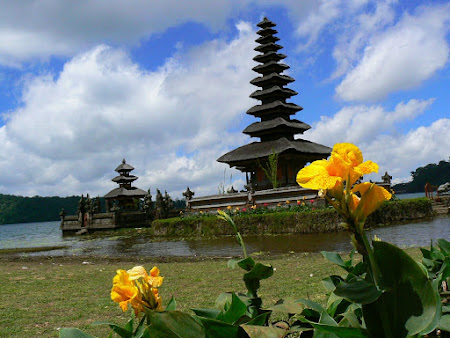 Bali photo: Bedugul Temple
