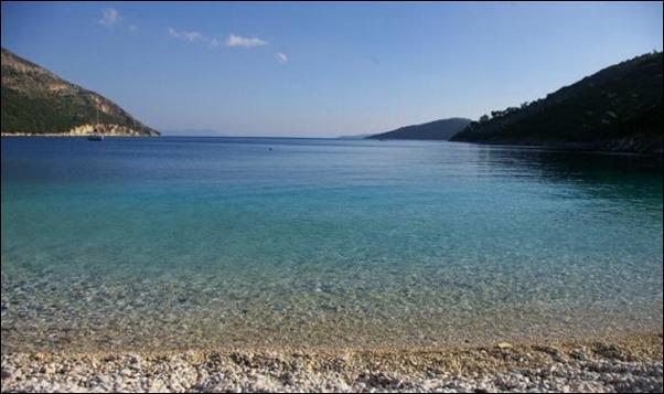 شواطئ يونانية