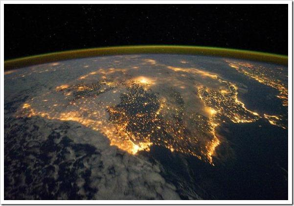 26-diciembre-2011-16-12-00-espana-navidad-desde-el-espacio_detalle_media