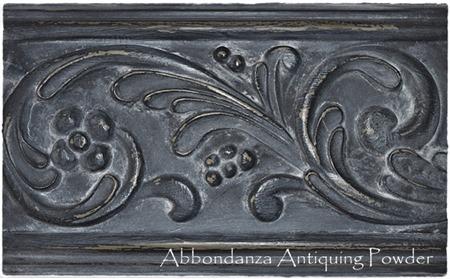Abbondanza Black met Antiquing Powder Dusty White