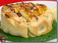 Tortino di salsiccia e mele con crema di spinaci