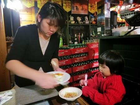 Mummy Serving Yining Her Dinner