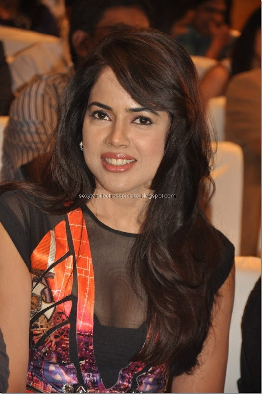 hot_look_sameera_reddy_boobs
