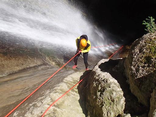 Canyon d'Angon en version perfomance avec son premier rappel de 35m! A 2 pas d'Annecy