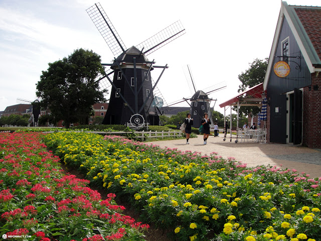 the gorgeous flower landscapes at huis ten bosch in Sasebo, Nagasaki, Japan