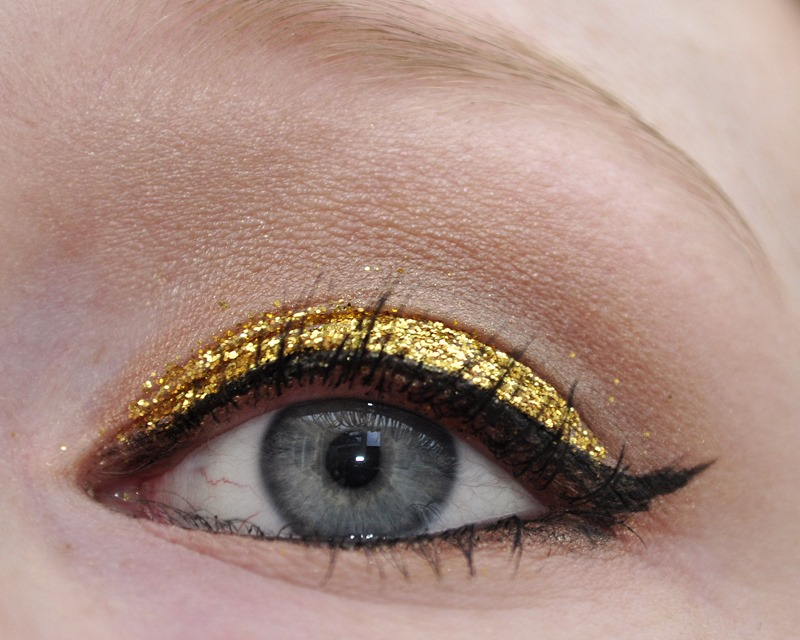 christmas gold glitter makeup look