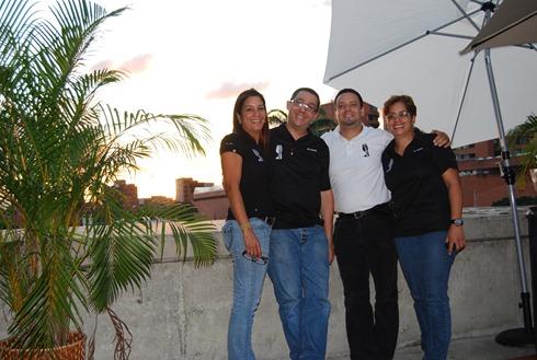 Luis Elías Rodríguez, Poductor General de El MercaDOC (camiseta negra) con su fiel eequipo de trabajo