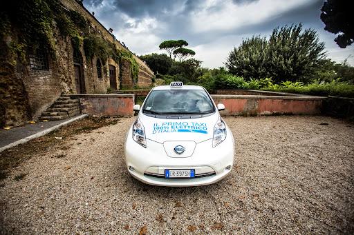 Nissan-Leaf-taxi-03.jpg