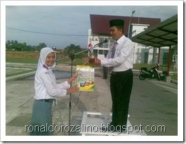 Penyerahan Piala Juara Parade Tari Kabupaten Kuantan Singingi 3