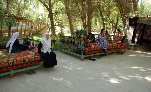 Turfan - Putaogou femmes assises