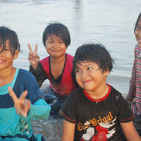 Happy Beach by Shafiq Azli - Babies & Children Children Candids ( melawi, love, happy, leisure, beach )