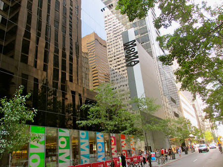 Museums of New York: Outside MOMA