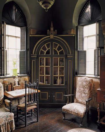 The detail on these shutters is so intricate and striking. (Martha Stewart Living)