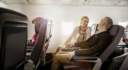 02. Premium Economy - Lufthansa.jpg