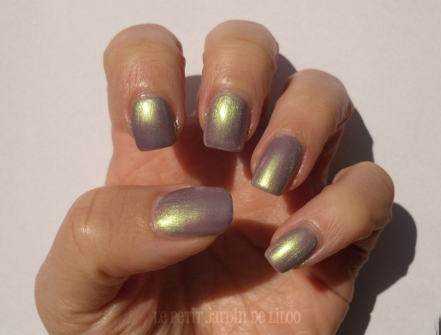 006-rimmel-nail-polish-metal-rush-pearly-queen-duochrome-swatch-review