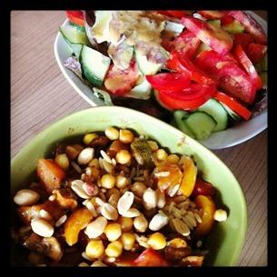 3 Asia-Pfanne von gestern mit Kichererbsen statt Tofu plus Salat