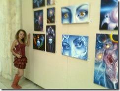 Artista Corina Chirila cu cateva tablouri de vis expuse in sala Constantin Brancusi de la parlamewnt
