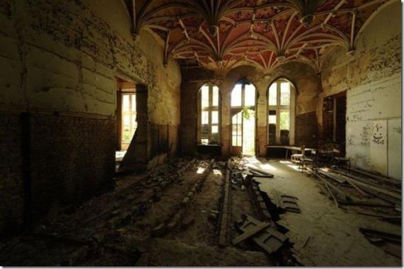abandoned-castle-belguim-26