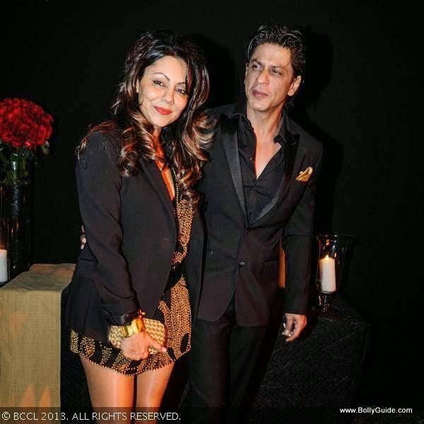 Shahrukh Khan With His Wife Gauri During Deepika Padukone ...