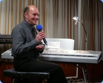 Our special guest artist, Peter Parkinson, sharing a humorous moment with the audience. Photo courtesy of Dennis Lyons.