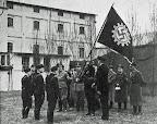 """Überreichung der Goldenen Fahne im Betrieb; aus J. Segelken """"Heimatbuch"""", 1938"""