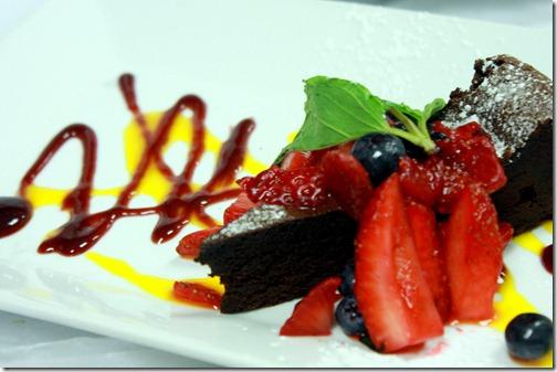 flourless-chocolate-cake-mango-strawbwery-sauce