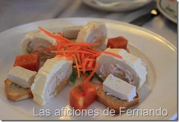Brazo de gitano de patata y salmón, paté de anchoas y gelatina de gazpacho