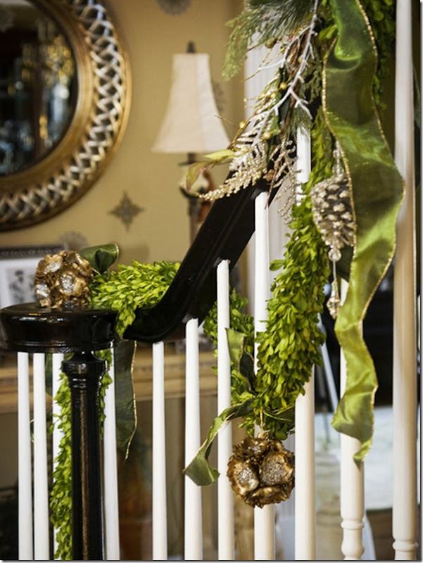 Christmas Decor Ideas from Setting for Four #Christmas #Decor #Boxwood #Garland #Design